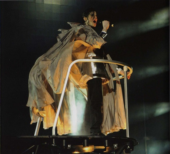 Michael-Jackson-cherry-picker-concert