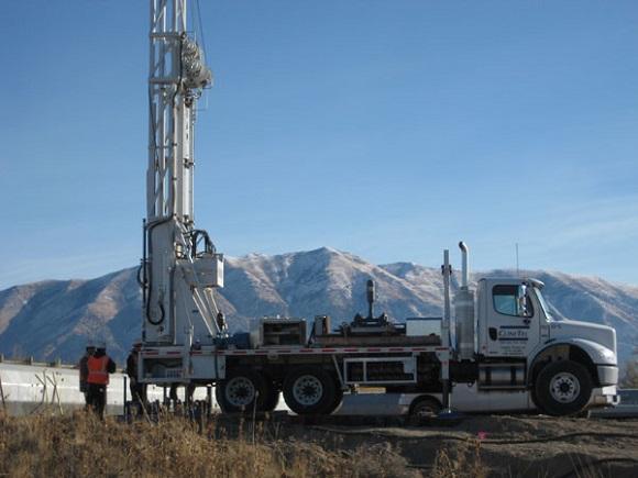 drill-rig-white
