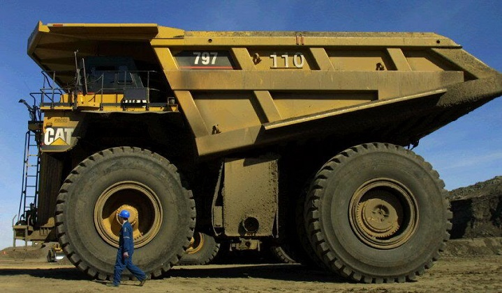 Big Dump Trucks >> Some Of The World S Largest Dump Trucks Truck Trailer Blog