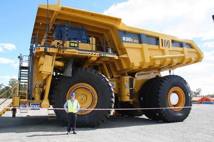 Komatsu-830-E-Dump-truck