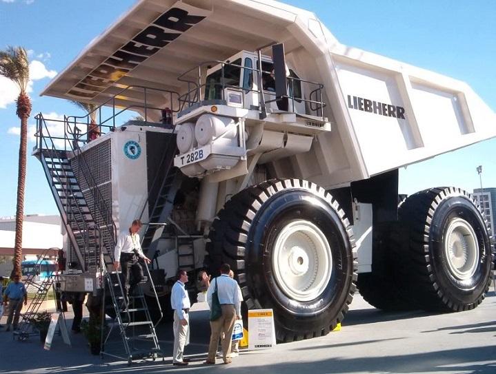 Liebherr-T282-B-Dump-truck