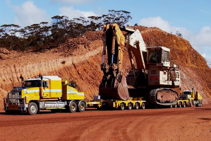 Calling In The Big Boys The Biggest Excavators In Mining Truck Trailer Blog