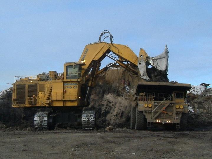 Demag-H740-Excavator