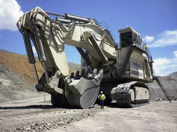 Liebherr-R9800-Excavator