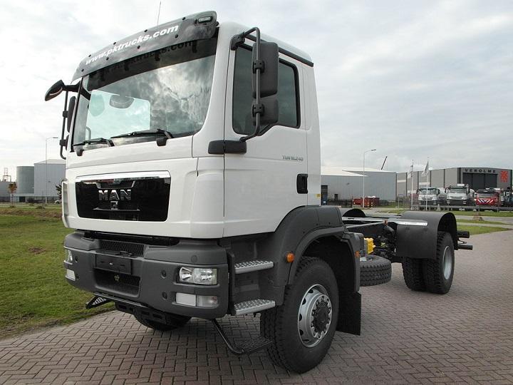 MAN-TGM-18.240-4x4-BB-SWA-front