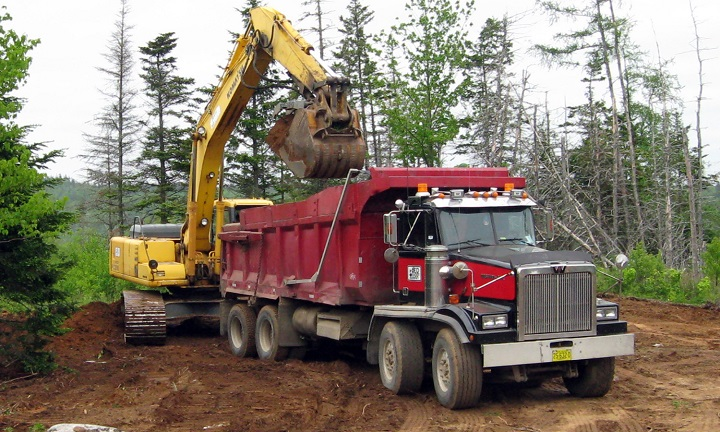 Dump-trucks-tri-axle