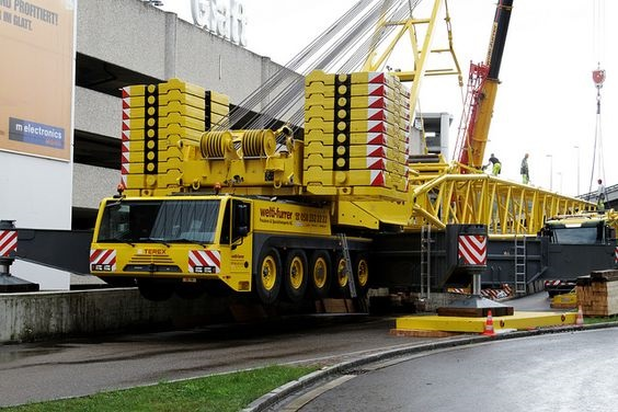 Heavy-Duty-Mobile-Crane