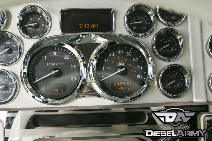modified-peterbilt-389-console