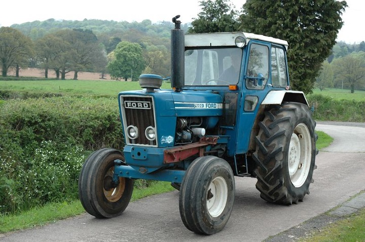 older-7600-tractor-from-ford