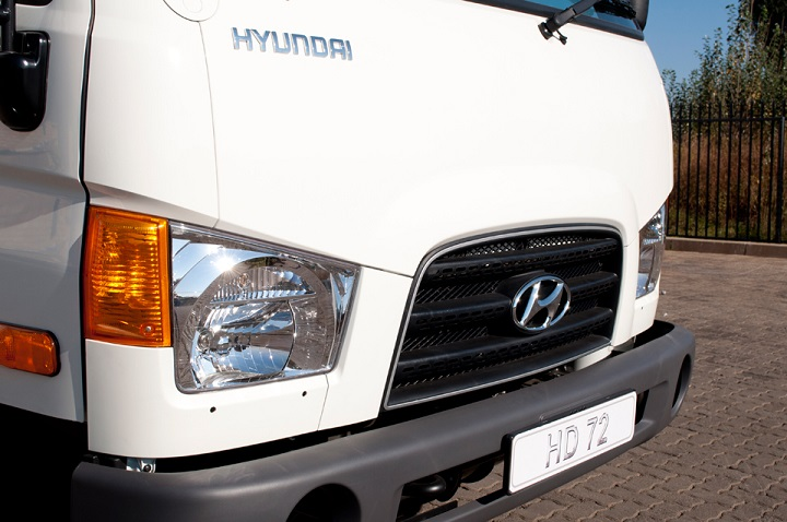 headlights on the hd72 hyundai truck