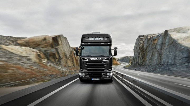 V8 Performance and redefined luxury in the Scania R Series - Truck