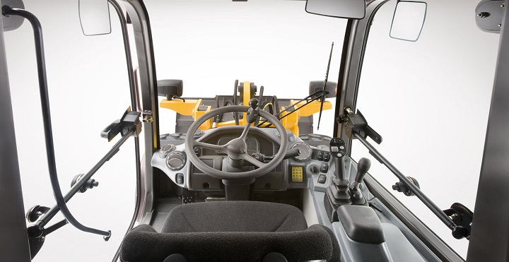 cab interior of the volvo l20f