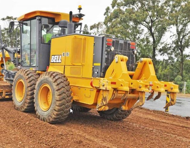 bell g series motor grader on the move