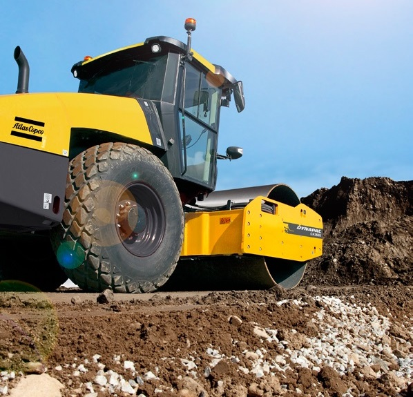 working dynapac soil compactor
