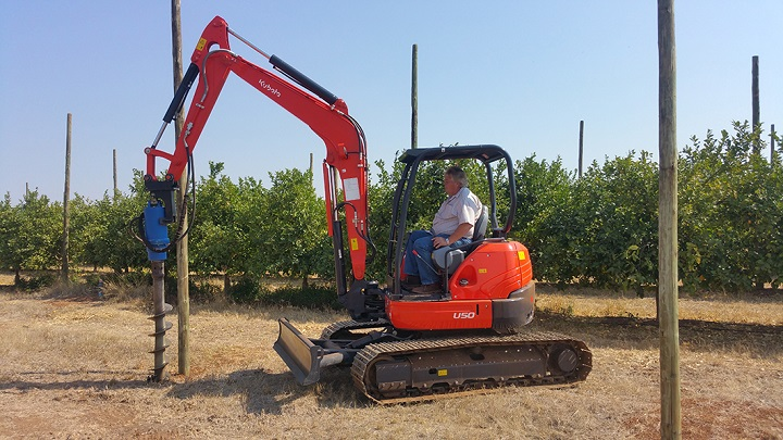 excavator digging kubota