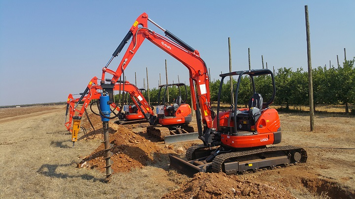 excabate kubotal digging excavating