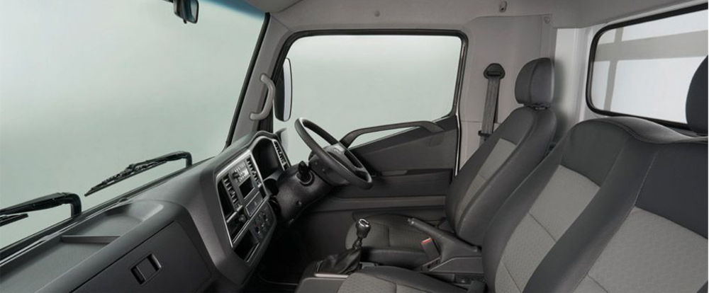 Hyundai Mighty EX8 Interior | Truck & Trailer