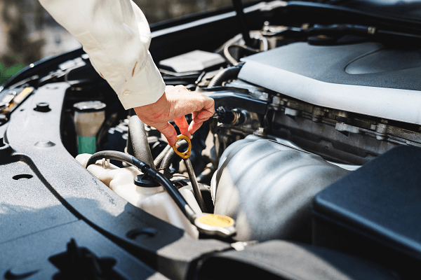 Truck engine maintenance oil check | Truck & Trailer