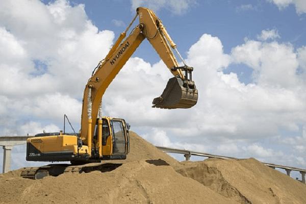Excavator in Sand | Truck & Trailer