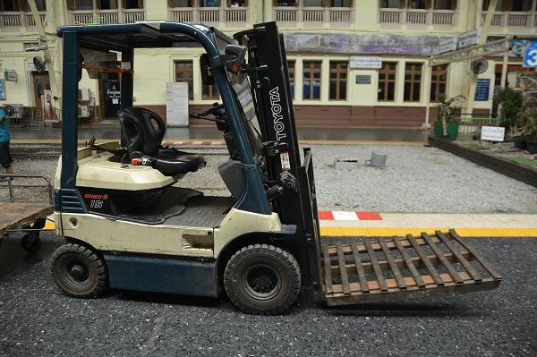 Forklift maintenance tips for your business | Truck & Trailer