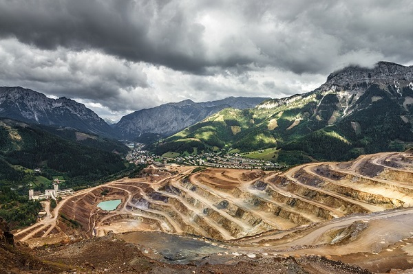 Open pit mining | Truck & Trailer