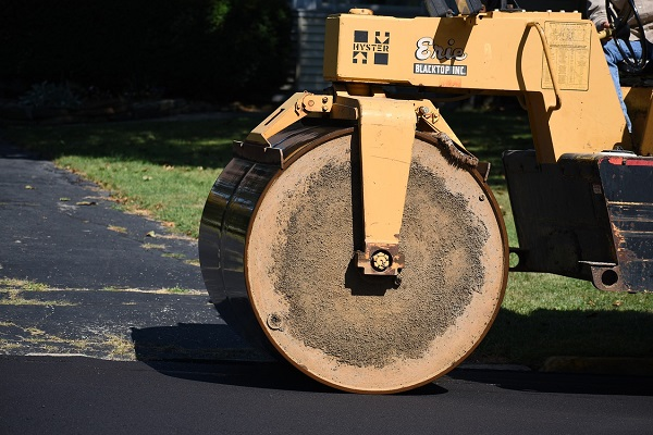 Check your asphalt paving machinery | Truck & Trailer